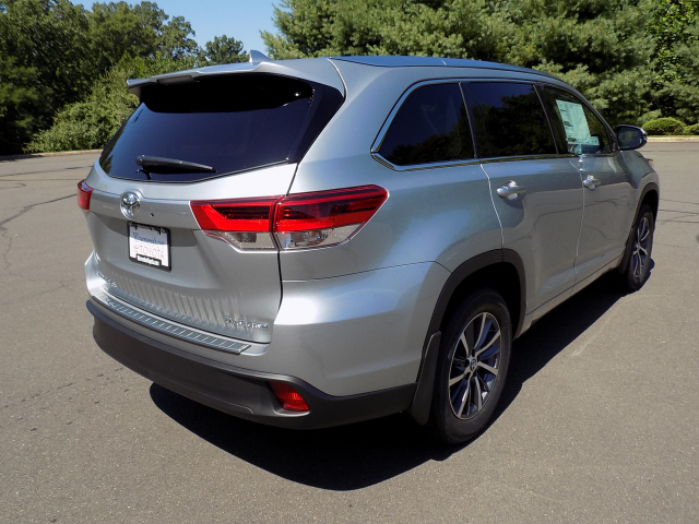 new 2017 toyota highlander xle awd v6 4d sport utility in warrenton w170781 warrenton toyota. Black Bedroom Furniture Sets. Home Design Ideas