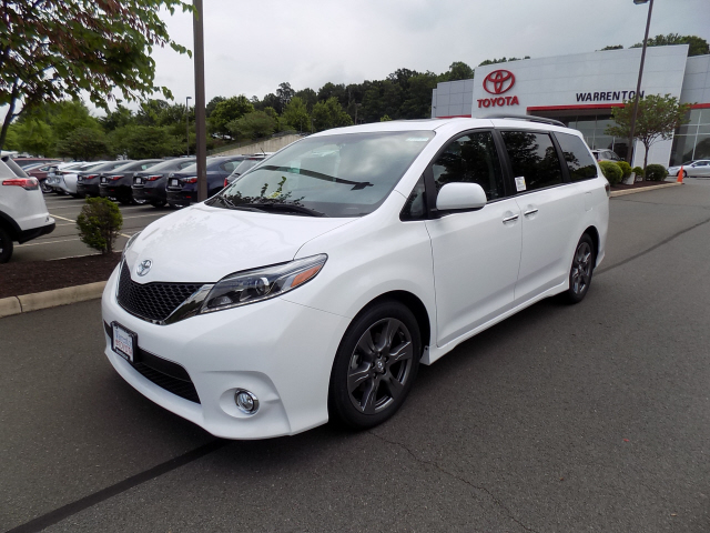 new 2017 toyota sienna se premium 4d passenger van in warrenton w170615 warrenton toyota. Black Bedroom Furniture Sets. Home Design Ideas