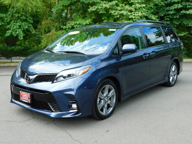 Pre-Owned 2018 Toyota Sienna SE Premium